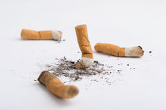 Vier sigarettenuiteinde Stock Foto