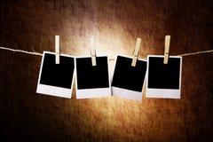 Vier sofortige Fotos auf einem grunge Hintergrund Lizenzfreie Stockfotos