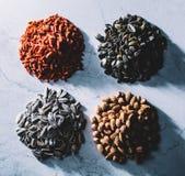 Vier stapels van superfoods op lichte achtergrond Royalty-vrije Stock Fotografie