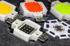 Vier starke Chips der Farbe 10W LED und ein kleineres 5W brechen ab Stockfoto