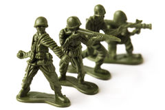 Vier stuk speelgoed militairen, die op witte achtergrond worden geïsoleerd Royalty-vrije Stock Afbeeldingen