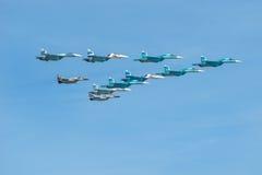 Vier su-34, vier su-27 en twee mig-29 Royalty-vrije Stock Foto's