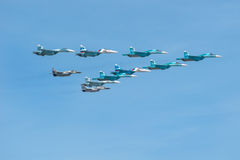 Vier Su-34, vier Su-27 und zwei MiG-29 Lizenzfreie Stockfotos