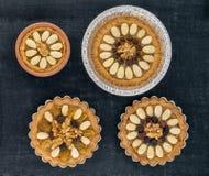 Vier traditionelles polnisches Ostern backt zusammen (Mazurki) Stockfotos