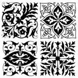 Vier uitstekende bladerrijke ornamentontwerpen Stock Foto's
