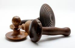 Vier uitstekende houten het stoppen paddestoelen royalty-vrije stock afbeelding