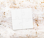 Vier verbonden witte raadselstukken op lijst Royalty-vrije Stock Afbeeldingen