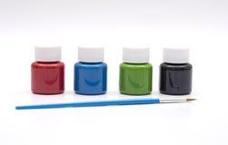 Vier verfflessen in eerste kleuren met het schilderen van borstel Stock Fotografie