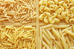 Vier verschiedene Arten italienische Teigwaren Lizenzfreie Stockfotos