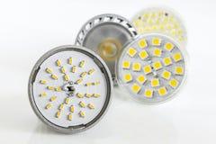 Vier verschiedene Versionen von LED-Birnen für GU10 und MR16 Lizenzfreies Stockfoto