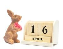 Vier voor easterday Uitstekend het konijntjesstuk speelgoed van 2017 met houten calenda Stock Foto