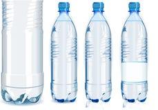 Vier Wasser-Plastikflaschen mit generischem Kennsatz Lizenzfreie Stockfotografie