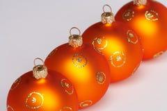 Vier Weihnachtsbaumkugeln Stockfotos