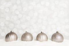 Vier zilveren Kerstmisballen met 2016 Stock Afbeelding
