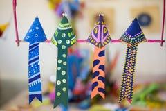 Vier Zwarte Drongo wachten om aanstaande Bengaals Nieuwjaar te vieren Royalty-vrije Stock Foto's
