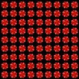 Vierblättrige Kleeblätter gemacht von den roten Herzen, nahtloser Hintergrund Lizenzfreie Stockfotos