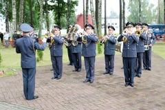 Vieren de mensen militaire militaire band met trompetten en de blaasinstrumenten eer op de dag van overwinning Moskou, Rusland, 0 royalty-vrije stock foto's
