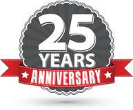 Vierend 25 van het verjaardags retro jaar etiket met rood lint, ve Stock Foto
