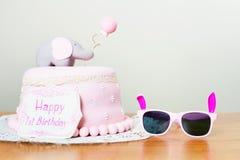 Vierende eerste verjaardag Cake Stock Foto