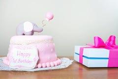Vierende eerste verjaardag Cake Stock Afbeelding