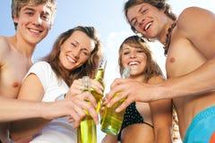 Vierende partij bij strand Royalty-vrije Stock Fotografie