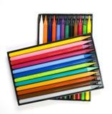 Vierentwintig kleurenkleurpotloden royalty-vrije stock afbeeldingen