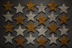 Vierentwintig zilveren en gouden sterren Stock Foto's