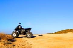 Viererkabelfahrrad in der Wüste Stockfotografie