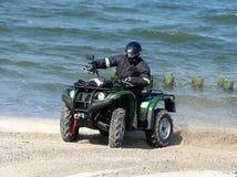Vierfache Leitung auf einem Strand Lizenzfreies Stockbild