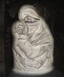 Vierge Marie et Jesus Christ (statue en bois antique) Images libres de droits
