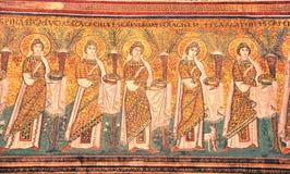 Vierges avec des cadeaux photos libres de droits