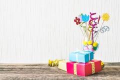 Viering, de achtergrond van de Verjaardagspartij met kleurrijke partijhoed, stock foto's