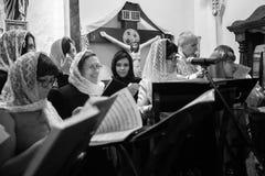Viering van Orthodoxe Pasen in Parochie van Sainted Nieuwe Martelaren en Confessors van Rusland Royalty-vrije Stock Fotografie