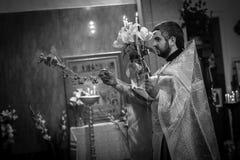 Viering van Orthodoxe Pasen in Parochie van Sainted Nieuwe Martelaren en Confessors van Rusland Royalty-vrije Stock Afbeeldingen