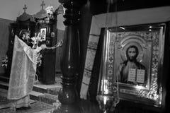 Viering van Orthodoxe Pasen in Parochie van Sainted Nieuwe Martelaren en Confessors van Rusland Royalty-vrije Stock Afbeelding