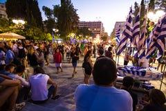 Vieringen in Griekenland na de referendumresultaten Stock Afbeeldingen