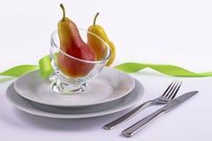 Vieringslijst met peren en groen lint wordt geplaatst dat Royalty-vrije Stock Foto