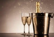 Vieringsthema met champagnestilleven Stock Afbeeldingen