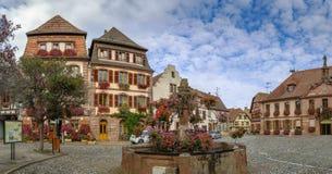 Vierkant in Bergheim, de Elzas, Frankrijk Stock Fotografie
