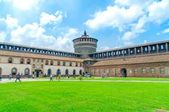 Vierkant binnen Sforza-Kasteel Castello Sforzesco stock afbeeldingen
