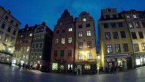 Vierkant in de oude stad van Stockholm, Zweden Geschoten op Canon 5D Mark II met Eerste l-Lenzen stock videobeelden