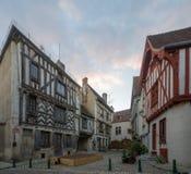 Vierkant met helft-betimmerde huizen, in het middeleeuwse dorp Noyers Royalty-vrije Stock Fotografie
