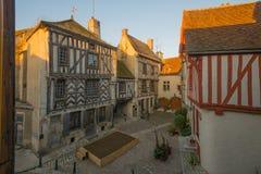 Vierkant met helft-betimmerde huizen, in het middeleeuwse dorp Noyers Royalty-vrije Stock Afbeeldingen