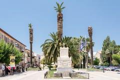 Vierkant met het monument aan Demetrius Ypsilantis in Nafplio, Griekenland Stock Afbeeldingen