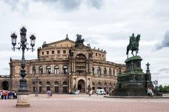 Vierkant met Standbeeld van Koning Johann (John) in Dresden, Duitsland Royalty-vrije Stock Foto's