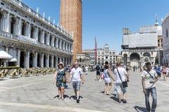 Vierkant met toeristen in Venetië, Italië Royalty-vrije Stock Fotografie
