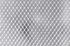 Vierkant net op wit van het muurmetaal close-up als achtergrond royalty-vrije stock afbeeldingen