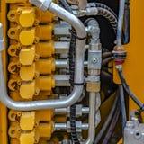 Vierkante Details van de motor van een geel op zwaar werk berekend bouwvoertuig royalty-vrije stock afbeelding