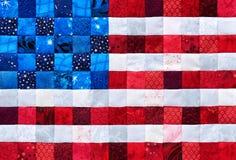 Vierkante die stukken stoffen als een vlag van de V.S. worden geselecteerd en worden gestikt royalty-vrije stock foto's
