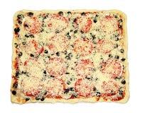Vierkante pizza met groenten klaar om worden gekookt Stock Fotografie